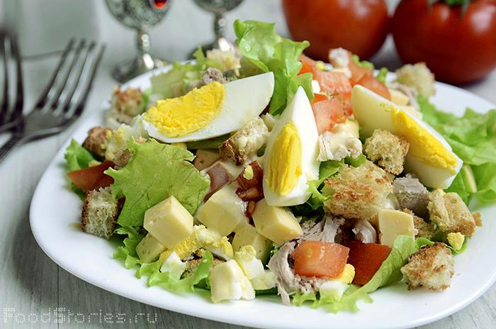Цезарь салат с ананасом и курицей