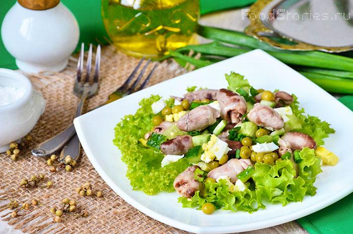 Салат из куриных сердечек с яйцами